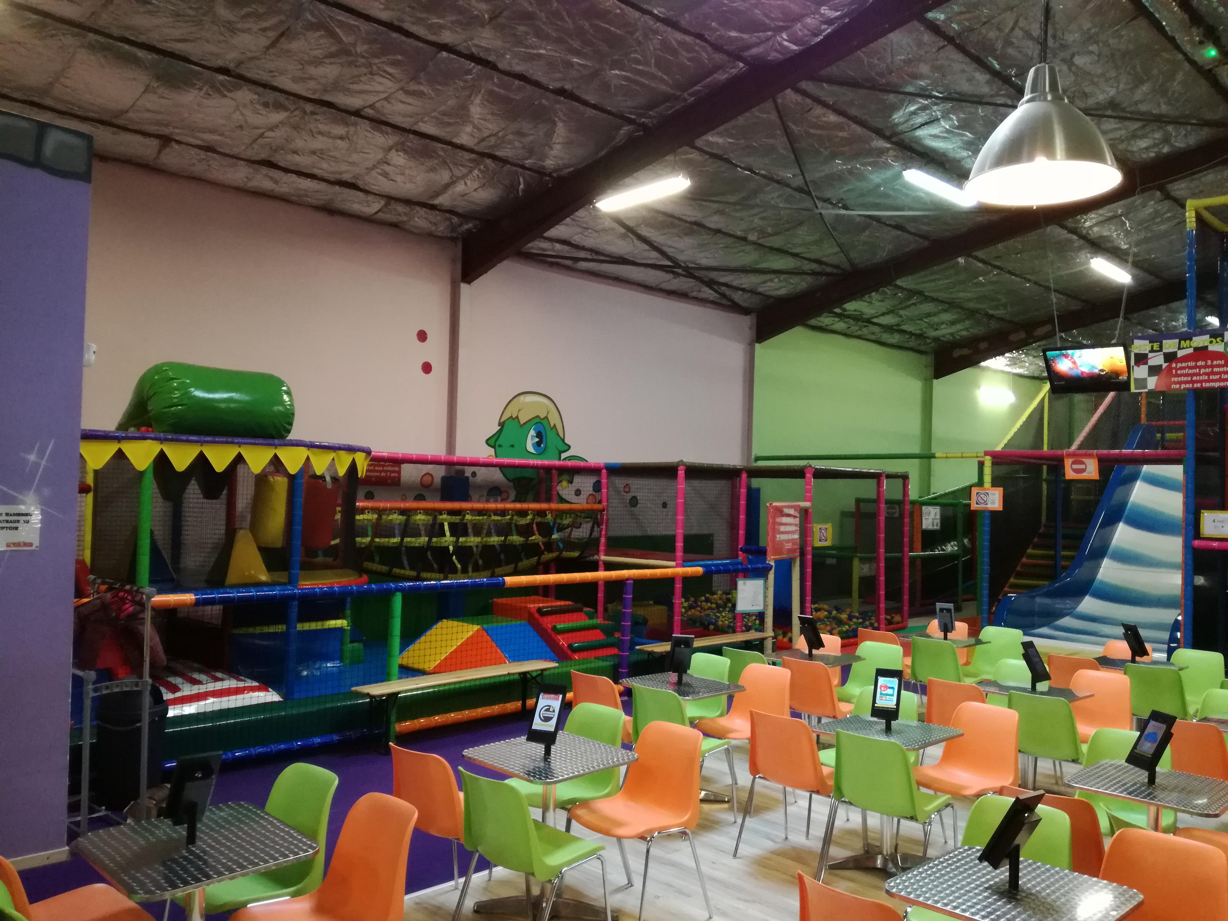 Kiddy dome parc d interieur de jeux pour enfants for Parc interieur pour enfant